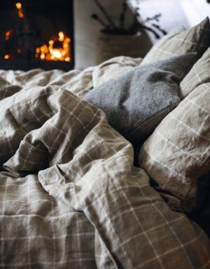 Winterbettwäsche Check Lovely Linen am Kamin