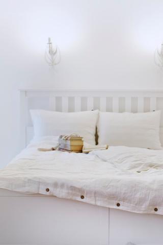 White_bedding_scandinavian_home_interior_bedroom_large_weiss