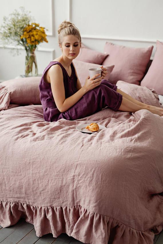 Bettbezug mit Rüschen